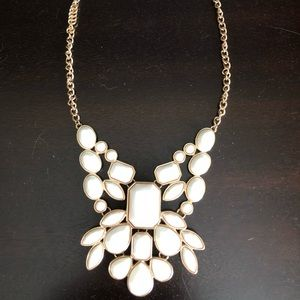 Jewelry - Cream and Gold Necklace